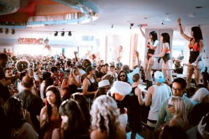 Ghostbar Dayclub Crowd