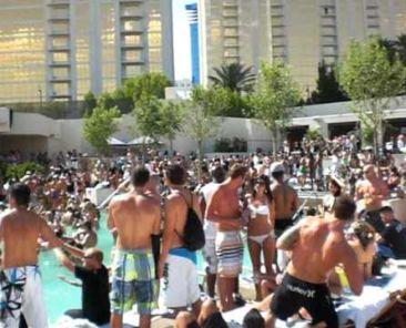 wet repulblic crowd